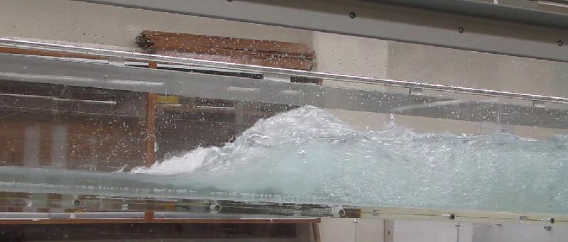 پرش هیدرولیکی در آزمایشگاه