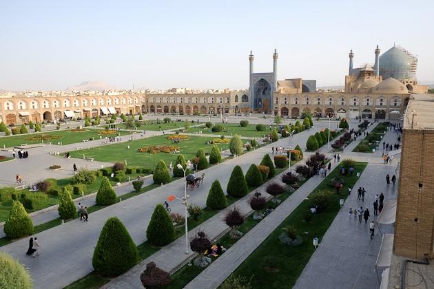 مشخصات میدان امام اصفهان