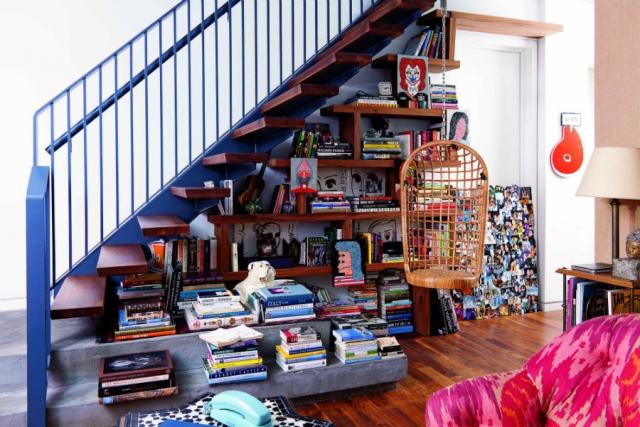 استفاده از فضای زیر پله(قفسه ی کتاب)